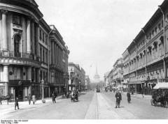 Bundesarchiv_Bild_183-S53267,_St.A_Petersburg,_Newski-Prospekt.jpg